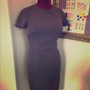 Gorgeous sheath dress with short sleeves